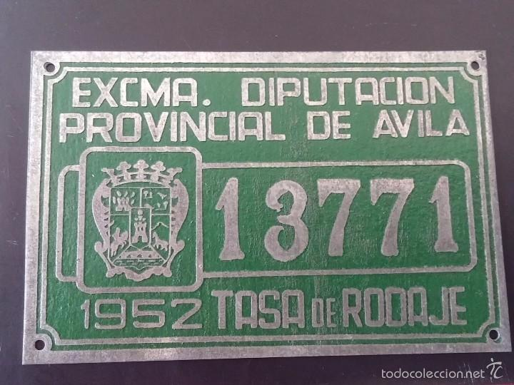 DIPUTACION DE AVILA, MATRICULA O TASA DE RODAJE AÑO 1952, MIDE 10 X 6,5 CMS. REALIZADA EN CHAPA. (Coches y Motocicletas - Repuestos y Piezas (antiguos y clásicos))