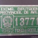 Coches y Motocicletas: DIPUTACION DE AVILA, MATRICULA O TASA DE RODAJE AÑO 1952, MIDE 10 X 6,5 CMS. REALIZADA EN CHAPA.. Lote 59763520