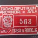 Coches y Motocicletas: DIPUTACION DE AVILA, MATRICULA O TASA DE RODAJE AÑO 1967, MIDE 10 X 6,5 CMS. REALIZADA EN CHAPA.. Lote 59763556