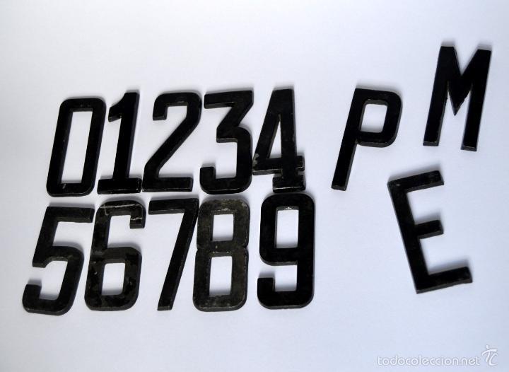 LOTE DE 10 NUMEROS DE METAL + 3 LETRAS METALICAS DE MATRICULA DE SEISCIENTOS - SEAT 600 * 8CM ALTO (Coches y Motocicletas - Repuestos y Piezas (antiguos y clásicos))