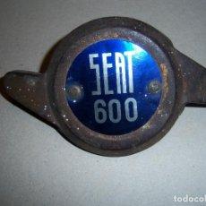 Coches y Motocicletas: GUARDA TAPACUBOS PARA SEAT 600 .. Lote 68312885