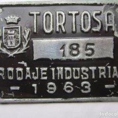 Coches y Motocicletas: CHAPA DE ARBITRIO RODAJE INDUSTRIAL , TORTOSA 1963 - TARRAGONA. Lote 69746673