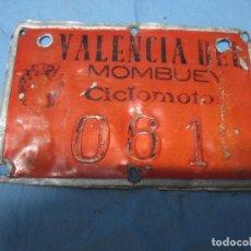 Coches y Motocicletas: ANTIGUA PLACA CHAPA MATRICULA CICLOMOTOR VALENCIA DEL MOMBUEY BADAJOZ Nº 061. Lote 87074068