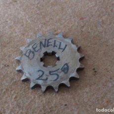 Coches y Motocicletas: PIÑON BENELLI 250 2 TIEMPOS 17 DIENTES. Lote 90965910