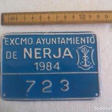 Coches y Motocicletas: MATRICULA O PLACA ANTIGUA DE MOTO O MOTOCICLETA. AYUNTAMIENTO DE NERJA (MÁLAGA) 1984. 723. Lote 91572895