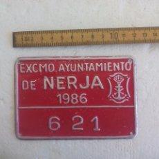 Coches y Motocicletas: MATRICULA O PLACA ANTIGUA DE MOTO O MOTOCICLETA. AYUNTAMIENTO DE NERJA (MÁLAGA) 1986. 621. Lote 91572945