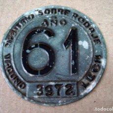 Coches y Motocicletas: PLACA O CHAPA DE ARBITRIO RODAJE LEON AÑO 1961. Lote 91845970