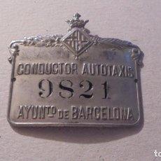 Coches y Motocicletas: BARCELONA - ANTIGUA PLACA IDENTIFICACIÓN DE CONDUCTOR AUTOTAXIS 9821 AYUNTO. DE BARCELONA 6,3X5,4 CM. Lote 93012555