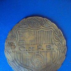 Coches y Motocicletas: (ANT-170783)PLACA PARA AUTOMOVIL F.C.BARCELONA - 1899 - 1949 - 50 ANIVERSARIO. Lote 94241880