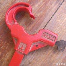 Coches y Motocicletas: CANDADO VOLANTE DE COCHE RANZ. Lote 95918535