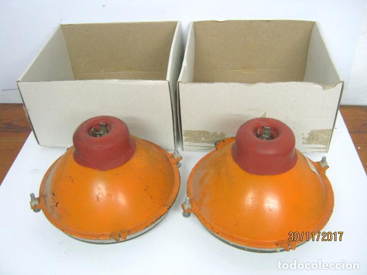 Coches y Motocicletas: SEAT 850 - lote los dos faros focos delanteros originales coche - Foto 3 - 107574794