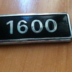 Coches y Motocicletas: ANAGRAMA SEAT 1600 EMBELLECEDOR INSIGNIA EMBLEMA 9X3,5CM. Lote 113827871