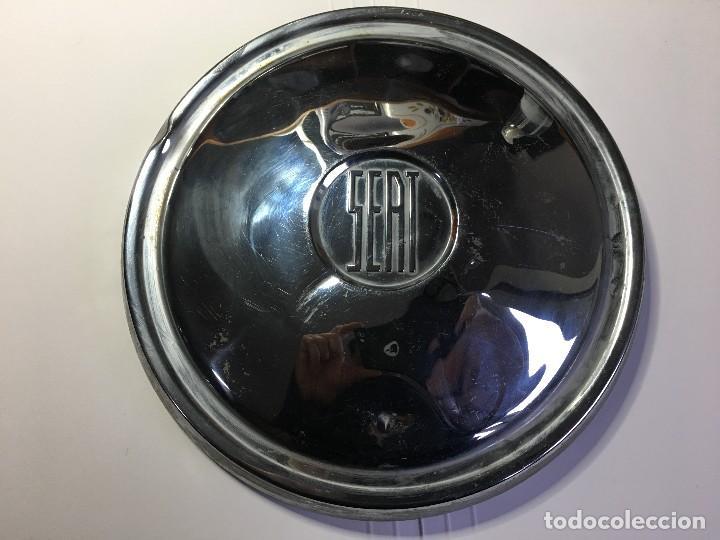 Coches y Motocicletas: TAPACUBOS DE SEAT 600 - Foto 2 - 114732991