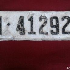 Coches y Motocicletas: ANTIGUA PLACA MATRÍCULA M-412928, AÑO 1964. Lote 118257895