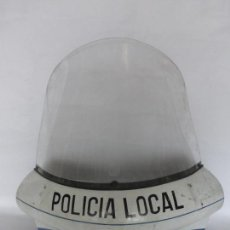 Coches y Motocicletas: ANTIGUO QUITA-VIENTOS O PANTALLA ANTIGUA DE MOTO ORIGINAL DE LA POLICÍA LOCAL - AÑOS 60-70 -. Lote 121547159