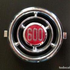 Coches y Motocicletas: EMBELLECEDOR INSIGNIA SEAT 600 - 13 CM. DE DIAMETRO. Lote 124653247