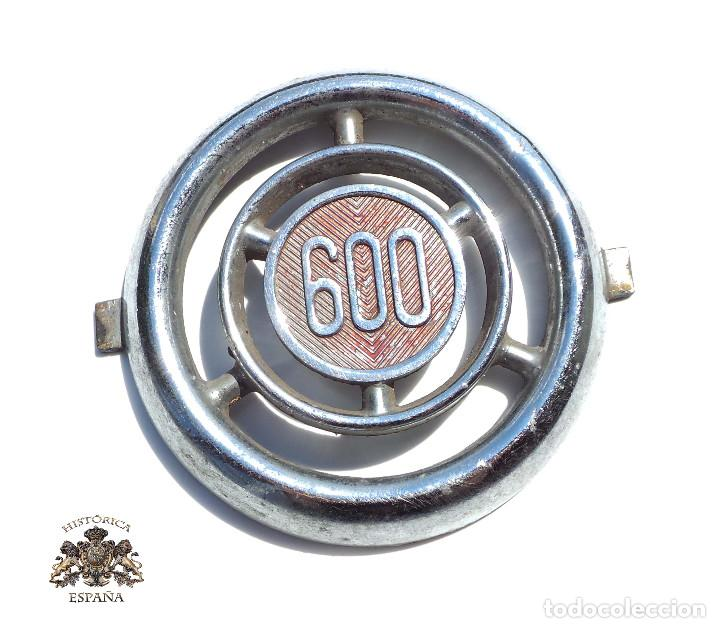 EMBLEMA O CHAPA.- EMBELLECEDOR SEAT 600 INSIGNIA CROMADA. (Coches y Motocicletas - Repuestos y Piezas (antiguos y clásicos))