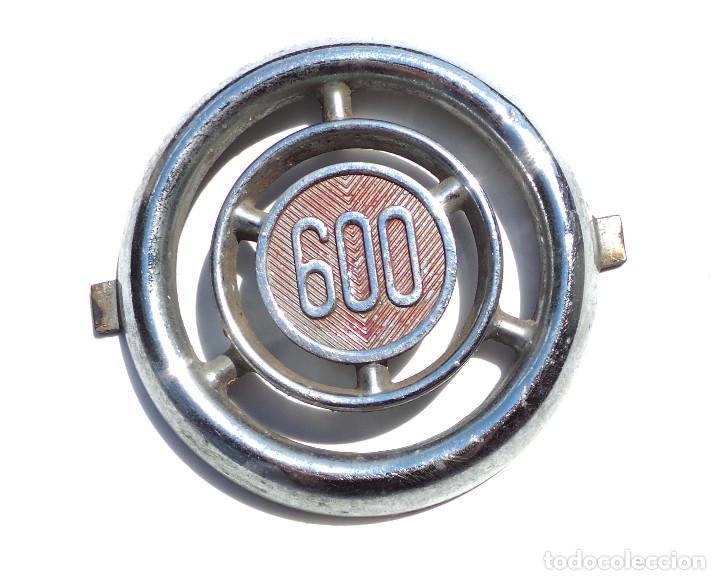 Coches y Motocicletas: EMBLEMA O CHAPA.- EMBELLECEDOR SEAT 600 INSIGNIA CROMADA. - Foto 3 - 127764723