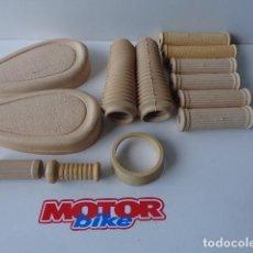 Coches y Motocicletas: PEUGEOT 125 JUEGO DE 13 GOMAS DE TODA LA MOTO EN COLOR CREMA. Lote 128937947