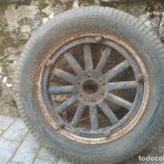 Coches y Motocicletas: RUEDAS DE RADIOS DE MADERA. Lote 129650995