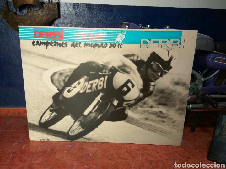 Coches y Motocicletas: ÁNGEL NIETO MOTO DERBI 49 GRAN SPORT FIRMADA,MONO CARRERAS GRAN POSTER +POSTER OFICIALES VER MAS. - Foto 4 - 130098226