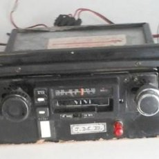 Coches y Motocicletas: ANTIGUA RADIO DE COCHE CON DOS ALTAVOCES . FUNCIONANDO. Lote 135114746