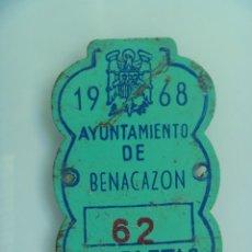 Coches y Motocicletas: PLACA DE BICICLETA DE 1968. AYUNTAMIENTO DE BENACAZON ( SEVILLA ), AGUILA SAN JUAN DE FRANCO. Lote 138852330