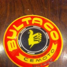Coches y Motocicletas: EMBLEMA MOTO BULTACO CEMOTO. GOMA. MADE IN SPAIN. ORIGINAL. Lote 139657662