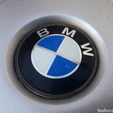 Coches y Motocicletas: BMW. TAPACUBO DE RUEDA ORIGINAL DEL MODELO SERIE 3. Lote 143059776