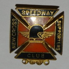 Coches y Motocicletas: INSIGNIA DE OJAL DEL NEW CROSS SPEEDWAY SUPPORTERS CLUB BADGE, MOTOCICLISMO, MIDE 2,5 X 2 CMS.. Lote 144835946