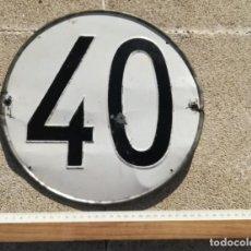 Coches y Motocicletas: SEÑAL, PLACA O CHAPA 40 KM, KILÓMETROS, DE CAMIÓN, TRACTOR O SIMILAR. AÑOS 60-70. Lote 144959626