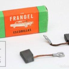 Coches y Motocicletas: PAREJA DE ESCOBILLAS FRANGEL PARA AUTOMÓVILES - EQUIPO FEMSA. SEAT 600 D - DINAMO . Lote 145985230