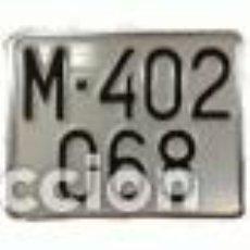 Coches y Motocicletas: MATRICULAS PERSONALIZADAS CUADRADAS MODELOS ANTIGUOS NUMEROS ESTAMPADOS. Lote 146354394