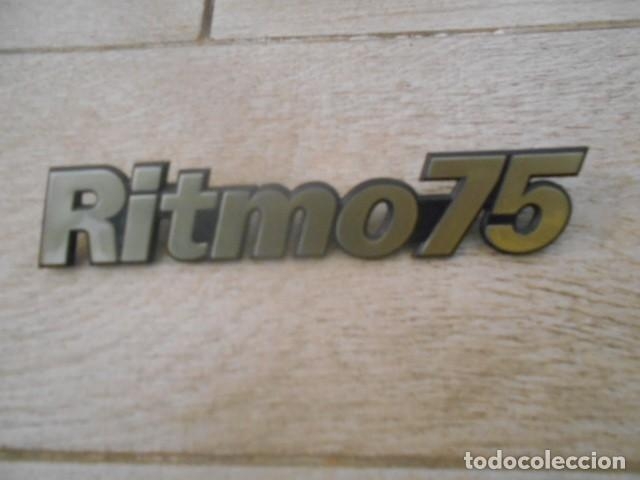 INSIGNIA EMBLEMA PLÁSTICO RITMO 75 . (Coches y Motocicletas - Repuestos y Piezas (antiguos y clásicos))