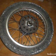 Coches y Motocicletas: LLANTA TRASERA DE YAMAHA XT-350 DEL AÑO 87-88. Lote 149959614