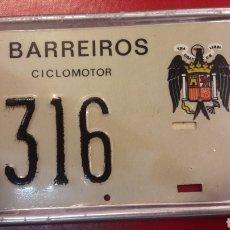 Coches y Motocicletas: MATRICULA CICLOMOTOR BARREIROS LUGO CON ESCUDO ACUILA. Lote 150824478