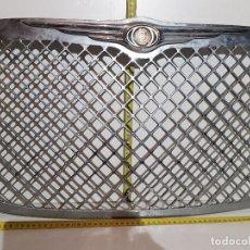 Coches y Motocicletas: ANTIGUA PARRILLA COCHE CRYSLER. Lote 160874790