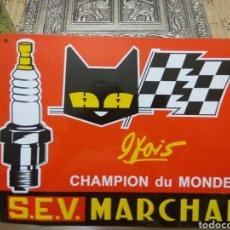 Coches y Motocicletas: MOTO COCHE CHAPA BUJÍAS CHAMPION LETRAS Y FIGURA EN RELIEVE. Lote 171257380