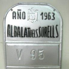 Coches y Motocicletas: GRAN PLACA MATRICULA 1963 - CM ALBALAT DELS SORELLS V95 VALENCIA - ALUMINIO CHAPA ESCUDO AGUILA . Lote 175459693
