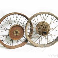 Coches y Motocicletas: PAREJA DE RUEDAS ANTIGUAS DE MOTOCICLETA DESCONOCIDAS. VINTAGE WHEEL MOTORCYCLE. Lote 176579233