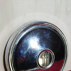 Coches y Motocicletas: TAPACUBOS CROMADO SEAT 600. Lote 178262756