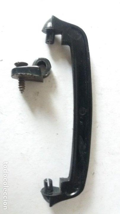 Coches y Motocicletas: 2 manillas internas y otras piezas seat 600 - Foto 3 - 180119160