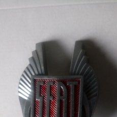 Coches y Motocicletas: ANTIGUA PLACA FRONTAL DE AUTO SEAT (LICENCIA FIAT).. Lote 181323781