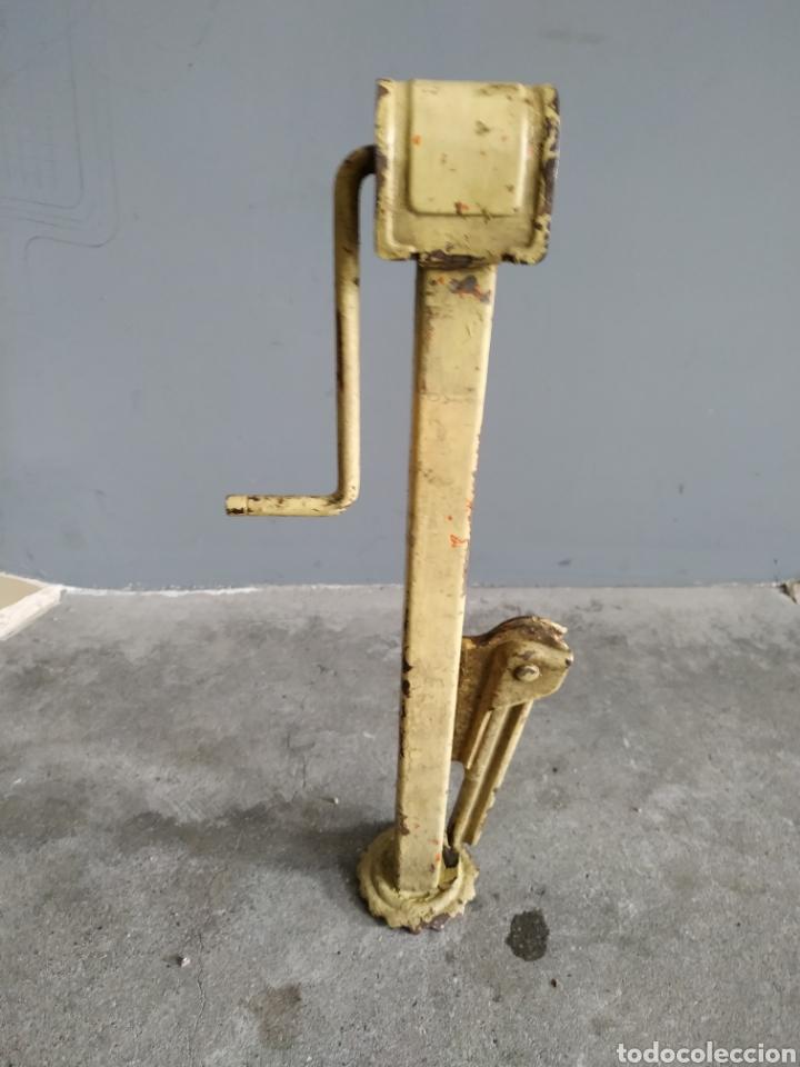 Coches y Motocicletas: Gato para Seat / Citroen antiguo (años 50/60?) - Foto 4 - 181394462