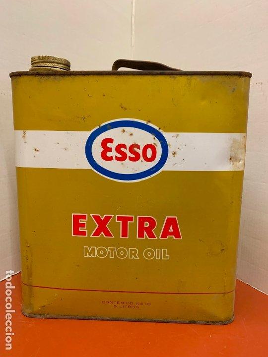 Coches y Motocicletas: Antigua lata de aceite para automovil. ESSO EXTRA MOTOR OIL. Mide aprox 25cms altura - Foto 2 - 182676257