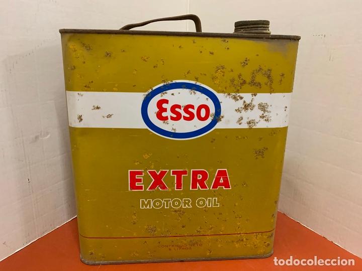 Coches y Motocicletas: Antigua lata de aceite para automovil. ESSO EXTRA MOTOR OIL. Mide aprox 25cms altura - Foto 4 - 182676257