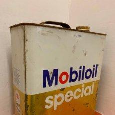 Coches y Motocicletas: ANTIGUA LATA DE ACEITE PARA AUTOMOVIL. MOBIL OIL SPECIAL. MIDE APROX 25CMS ALTURA. Lote 182677167