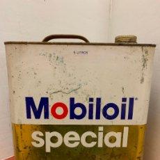 Coches y Motocicletas: ANTIGUA LATA DE ACEITE PARA AUTOMOVIL. MOBIL OIL SPECIAL. MIDE APROX 25CMS ALTURA. Lote 182678026