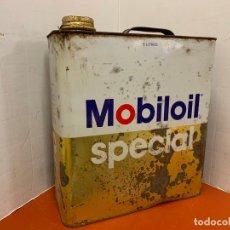 Coches y Motocicletas: ANTIGUA LATA DE ACEITE PARA AUTOMOVIL. MOBIL OIL SPECIAL. MIDE APROX 25CMS ALTURA. Lote 182680232