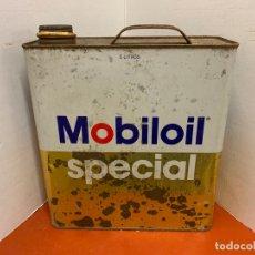 Coches y Motocicletas: ANTIGUA LATA DE ACEITE PARA AUTOMOVIL. MOBIL OIL SPECIAL. MIDE APROX 25CMS ALTURA. Lote 182680376